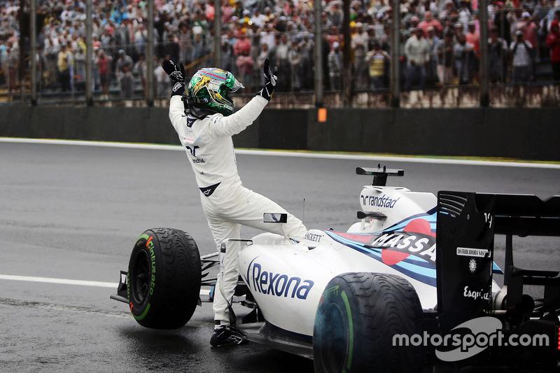 Felipe Massa, Williams FW38 saluda a los aficionados