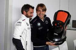 Timo Glock, BMW Team RMG, BMW M4 DTM et Augusto Farfus, BMW Team RMG, BMW M4 DTM avec une bobby car