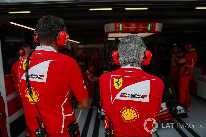 Maurizio Arrivabene, Ferrari Takım Patronu ve Riccardo Adami, Ferrari Yarış Mühendisi