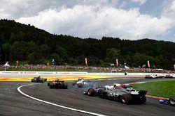 Kevin Magnussen, Haas F1 Team VF-17, Lance Stroll, Williams FW40, Felipe Massa, Williams FW40, Stoff