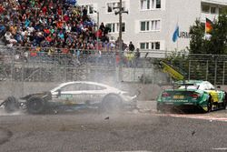 Crash van Gary Paffett, Mercedes-AMG Team HWA, Mercedes-AMG C63 DTM and Mike Rockenfeller, Audi Sport Team Phoenix, Audi RS 5 DTM