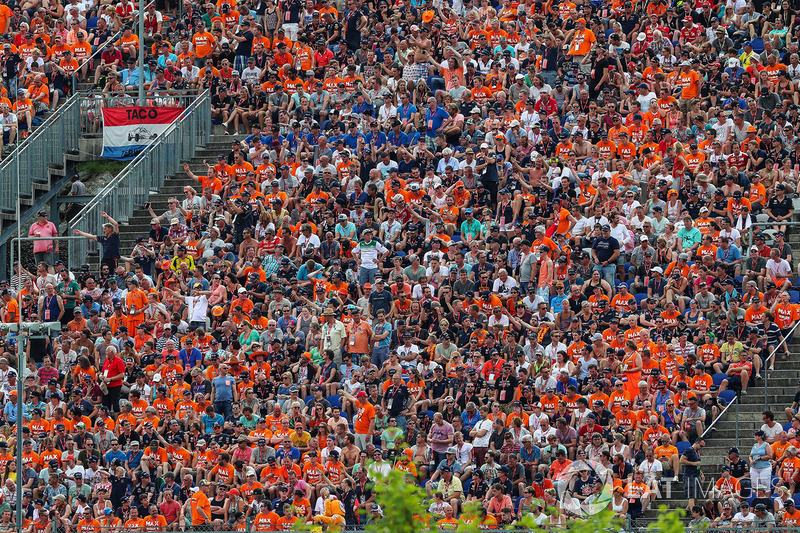 Max Verstappen, Red Bull Racing Fans and atmosphere in the grandstand