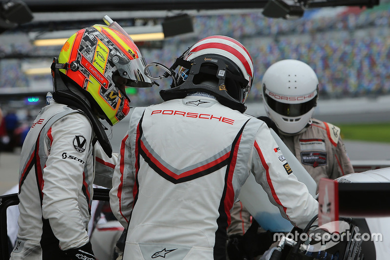 Porsche Team pitstop