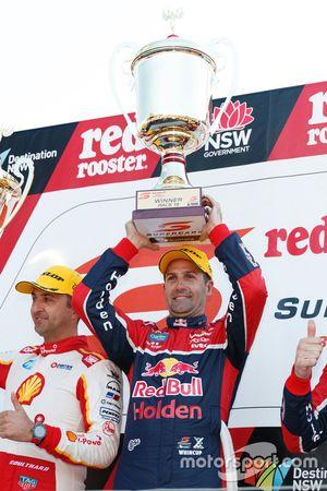 Podium: le vainqueur Jamie Whincup, Triple Eight Race Engineering Holden
