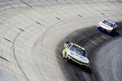William Byron, JR Motorsports Chevrolet, Matt Tifft, Joe Gibbs Racing Toyota