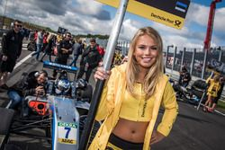 Grid girl, Ralf Aron, Hitech Grand Prix, Dallara F317 - Mercedes-Benz