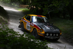 Une Datsun dans la spéciale de rallye