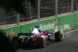 Даниил Квят, Scuderia Toro Rosso STR12: сход