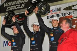 Podium: les vainqueurs Ricky Taylor, Jordan Taylor, Alex Lynn, Wayne Taylor Racing