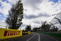 Détails de la piste, avec les logos Pirelli