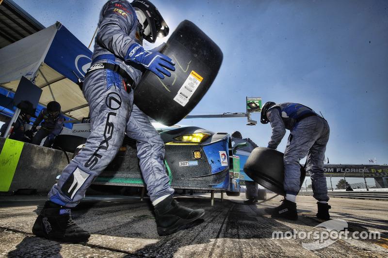 #15 3GT Racing Lexus RCF GT3: Robert Alon, Jack Hawksworth, Austin Cindric, Pit stop