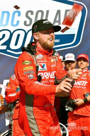 Yarış galibi Justin Allgaier, JR Motorsports Chevrolet