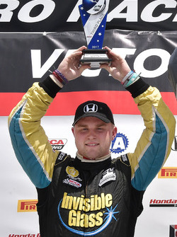 Podio: tercer lugar Ben Waddell, JDX Racing