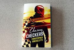 Chasing Checkers de Christopher Hinchcliffe