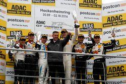 Podium: Sieger #17 KÜS TEAM 75 Bernhard, Porsche 911 GT3 R: David Jahn, Kévin Estre mit Klaus Graf;
