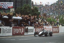 Mika Häkkinen, McLaren Mercedes, siegt und wird Weltmeister