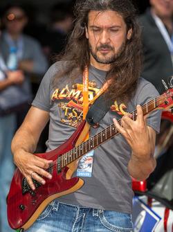 Coureur en gitarist Victor Smolski