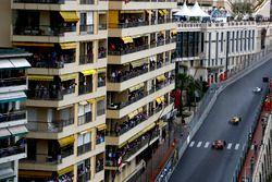 Valtteri Bottas, Williams FW38, devant Kevin Magnussen, Renault RE16, et Max Verstappen, Red Bull Racing RB12