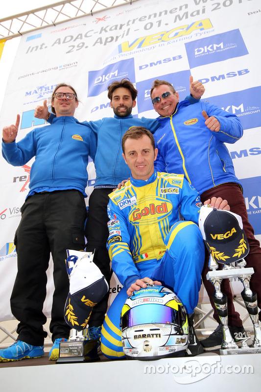 Freude beim Gold Kart Racing Team mit Davide Fore