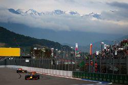 Daniel Ricciardo, Red Bull Racing RB12 et Daniil Kvyat, Red Bull Racing RB12