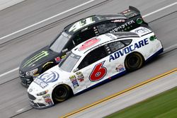 Trevor Bayne, Roush Fenway Racing Ford, Kurt Busch, Stewart-Haas Racing Chevrolet