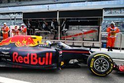 Daniel Ricciardo, Red Bull Racing RB12 quitte les stands avec l'Aeroscreen