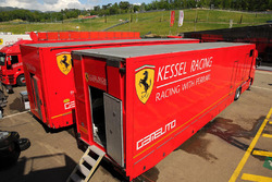 Trailers de Kessel Racing en el paddock