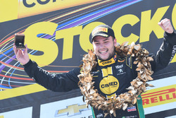 Felipe Fraga celebra la victoria en Interlagos