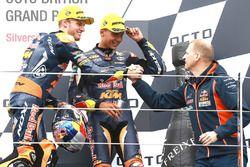Podium: Ganador, Brad Binder, Red Bull KTM Ajo, segundo, Francesco Bagnaia, Aspar Team Mahindra, ter