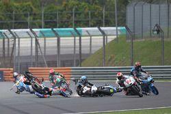 Philipp Oettl, Schedl GP Racing, Jorge Martin, Aspar Team Mahindra Moto3, Nicolo Bulega, Sky Racing Team VR46, Aron Canet, Estrella Galicia 0,0 crash
