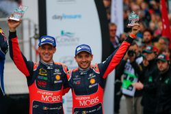 Podium : les 3e Thierry Neuville, Nicolas Gilsoul, Hyundai i20 WRC, Hyundai Motorsport