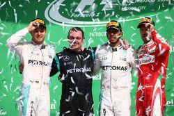 Podium : le vainqueur Lewis Hamilton, Mercedes AMG F1, le deuxième, Nico Rosberg, Mercedes AMG F1, le troisième, Sebastian Vettel, Ferrari