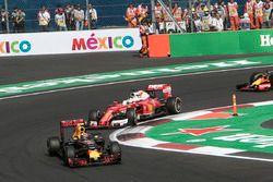 Макс Ферстаппен, Red Bull Racing RB12 и Себастьян Феттель, Ferrari SF16-H