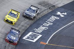 Jamie McMurray, Chip Ganassi Racing Chevrolet, Matt Kenseth, Joe Gibbs Racing Toyota, Jimmie Johnson, Hendrick Motorsports Chevrolet