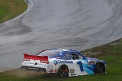 Elliott Sadler, JR Motorsports Chevrolet spins