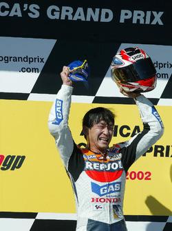 Ganador de la carrera Tohru Ukawa