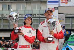 Luca Pedersoli e Anna Tomasi con il trofeo