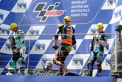 Podium : le vainqueur Brad Binder, Red Bull KTM Ajo, le second Andrea Locatelli, Leopard Racing, le troisième Aron Canet, Estrella Galicia 0,0