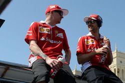 Kimi Raikkonen, Scuderia Ferrari et son équipier Sebastian Vettel, Scuderia Ferrari