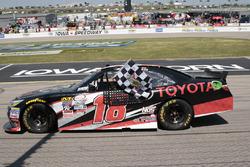 Il vincitore Sam Hornish Jr., Joe Gibbs Racing Toyota