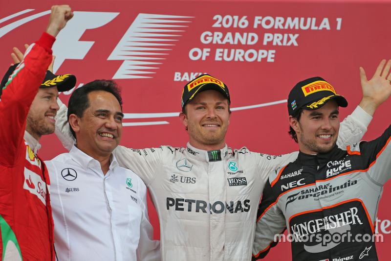 Sebastian Vettel, Scuderia Ferrari, Nico Rosberg, Mercedes AMG F1 Team and Sergio Perez, Sahara Forc