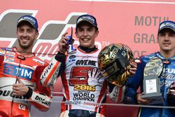 Podium : le vainqueur Marc Marquez, Repsol Honda Team, le deuxième, Andrea Dovizioso, Ducati Team, le troisième, Maverick Viñales, Team Suzuki Ecstar MotoGP