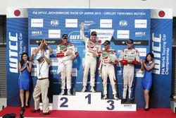 المنصة: الفائز بالسباق نوربرت ميشيلز، هوندا، المركز الثاني روب هاف، هوندا، المركز الثالث تياغو مونتي