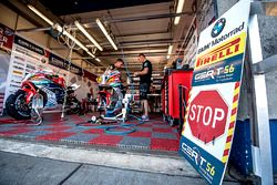 BMW Motorrad pitbox