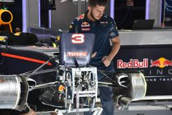 Red Bull Racing RB12, Suspension