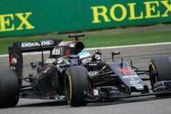 Fernando Alonso, McLaren MP4-31 salue les fans