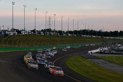 Start: Daniel Suarez, Kyle Busch Motorsports Toyota leads
