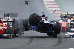 Sergio Canamasas, Carlin in a huge crash