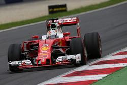 ed9b25c877 Ray-Ban diventa un nuovo sponsor della Ferrari