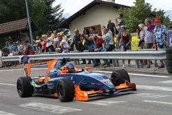 Дэмиен Берни за рулем автомобиля Формулы Master